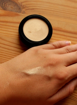 lavera soft glow highliter swatch, golden shine, organic cream highlighter